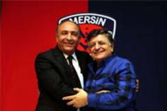 Mersin İdmanyurdu Yılmaz Vural'a emanet http://www.trtspor.com.tr/videolar/mersin-idmanyurdu-vurala-emanet-3077.html