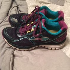 Brooks Running Shoes size 7.5 These shoes have been very lightly worn and are in great condition Brooks Shoes Sneakers