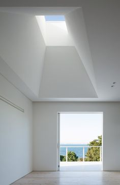 The entrance to this house on Awaji Island, Japan by architecture studio IZUE is contained within a hole in the slatted porch that frames a view of the sea Dezeen Architecture, Minimalist Architecture, Light Architecture, Architecture Details, Interior Architecture, Skylight Design, Light Well, Roof Light, Japanese Interior