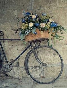 ARE you in search for vintage wallpaper than you are at right place .GODFATHER STYLE has collected the best vintage wallpapers for retro look. Bicycle Basket, Old Bicycle, Bicycle Art, Old Bikes, Bike Baskets, Retro Bicycle, Deco Floral, Vintage Bicycles, Flower Basket