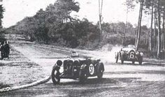The Singer Nine Sport of Frank Stanley Barnes & Alf Langley leads the Lorraine Dietrich of Roger Labric & Guy Daniel at the 1933 24 Hours of Le Mans. Sports Car Racing, Race Cars, Vintage Racing, Vintage Cars, 24h Le Mans, Lorraine, Monster Trucks, Barn, Singer