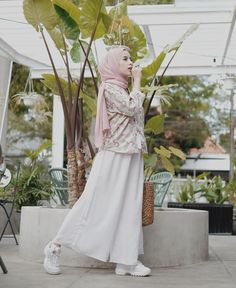 Holiday outfits women travel New Ideas Modest Dresses, Modest Outfits, Modest Clothing, Simple Outfits, Hijab Skirt, Leggings Party, Fashion Models, Fashion Outfits, Modest Fashion