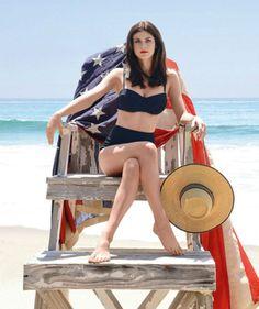 Dwayne Johnson y Zac Efronfueron las primeras estrellas confirmadas de la adaptación cinematográfica de'Los vigilantes de la playa'(2017) y ahora, después de muchas especulaciones, hemos conocido e