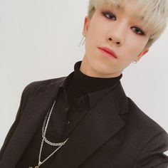 Xu Ming-hao also known as (徐明浩) The8 (디에잇) of SEVENTEEN (세븐틴) | Oh my gosh!! I can't breathe, he's just too beautiful!! 😙