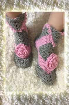 Louis et Moi (cosen y hacen crochet) Crochet Shoes, Handicraft, Fingerless Gloves, Arm Warmers, Crochet Necklace, Baby Shoes, Slippers, Booty, Quilts