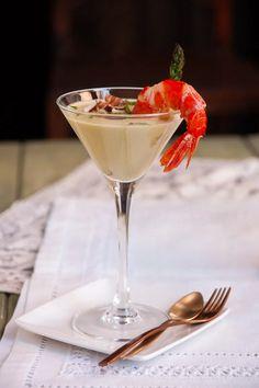 Unc crema fàcil de fer i molt bonica per un dia de festa. Martini, Panna Cotta, Tableware, Ethnic Recipes, Glass, Breakfast Nook, Dulce De Leche, Dinnerware, Drinkware