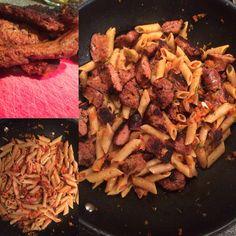 Volkoren pasta met een rode ui/paprika saus en merguez worstjes