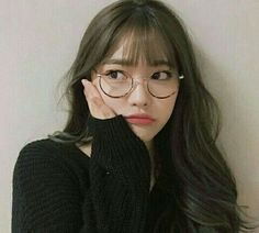 Image about girl in ulzzang. Pretty Korean Girls, Cute Korean Girl, Pretty Asian, Cute Asian Girls, Cute Girls, Ulzzang Glasses, Korean Glasses, Bangs And Glasses, Girls With Glasses