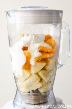 Com 3 ingredientes simples e baratos, esse cremoso e saudável smoothie vai surpreender você. Ele é realmente muito gostoso | cozinhalegal.com.br