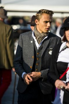 Looking very dapper today @maxchilton #goodwoodrevival pic.twitter.com/Pg01HrL22b