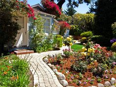 11 Stunning Garden Houses to Rent For Your Next Vacation
