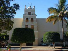 La Misión de Todos Santos, está ubicada en el pueblo de Todos Santos ubicado en el Municipio de La Paz (Baja California Sur) México, a unos dos kilómetros del Océano Pacífico y por él cruza el Trópico de Cáncer.  La población se encuentra a 81 km de la ciudad de La Paz y a 75 km al norte de la ciudad de Cabo San Lucas. Cabo San Lucas, junto con San José del Cabo, forman uno de los polos de desarrollo turísticos más importantes de México mejor conocido como Los Cabos.  La Misión de Todos…