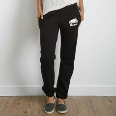 Roots - Pocket Original Sweatpant Gotta have a pair for any trip! one for everyday of the week and not sorry😍🙊😂 Sweatpants Outfit, Lazy Outfits, Winter Outfits, Cute Outfits, Roots Clothing, Slytherin Clothes, Sewing Clothes, Passion For Fashion, Fashion Styles