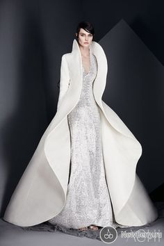 Ashi Studio Spring/Summer 2017 Couture Collection Couture bridal gown by Ashi Studio. Style Haute Couture, Couture Fashion, Runway Fashion, Fashion News, Fashion Show, Fashion Design, Couture Bridal, Fashion Spring, Womens Fashion
