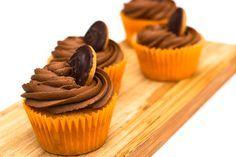 Jaffa Cake Cupcake-biscuit cakes-presentation-decoration-whenever Jaffa Kuchen, Macmillan Coffee Morning, Cake Stall, Jaffa Cake, Cupcake Flavors, Cupcake Recipes Uk, Cupcake Ideas, Coffee Tattoos, Vegan Cupcakes