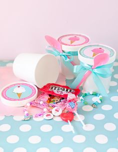 Send your guests home with a party favor in an empty ice cream container. Print out our labels onto adhesive backed paper and cut out. Fill the container with anything you'd like and tie it up with a pretty ribbon and a pink spoon.