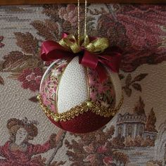Risultati immagini per falošný patchwork gule Folded Fabric Ornaments, Quilted Christmas Ornaments, Diy Christmas Ornaments, Handmade Christmas, Christmas Tree Decorations, Ornament Crafts, Holiday Crafts, Ideas, Free Images