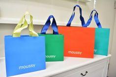 紙袋 ショップ袋 Luxury Packaging, Bag Packaging, Print Packaging, Packaging Design, Paper Carrier Bags, Paper Bags, How To Apply Perfume, Shoping Bag, Shopping Bag Design