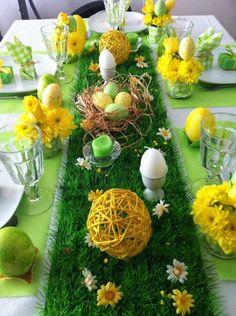 décoration de Pâques pour la table en vert et jaune bougies en forme d'oeufs