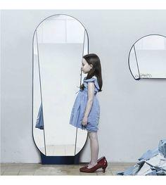 Ontwerpduo Pas spiegel Split Mirror blauw glas metaal 164x61x5cm - wonenmetlef.nl