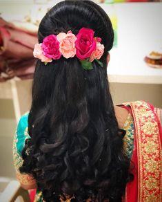 wedding hairstyles indian 50 Stunning Loose Hairstyles Ideas For Brides - Bridal Hairstyle Indian Wedding, Bridal Hair Buns, Bridal Hairdo, Hairdo Wedding, Indian Bridal Hairstyles, Braided Hairstyles For Wedding, Hairstyles For Brides, Wedding Makeup, Saree Hairstyles