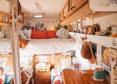 7 Hippie Bohemian ideas for a dreamy van life - Daily Dream Decor life hacks life aesthetic life budget life interior life vehicles Bus Living, Tiny House Living, Living In A Caravan, Living Room, Bus Vw, Volkswagen Bus Interior, Kombi Home, Van Home, Bus House