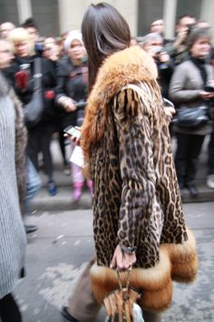 Giovanna in fabulous leopard print. Print In Streetstyle  LOVE HER NAME HA.... N wish that was me!