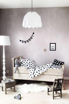 Black and white kids room Baby Bedroom, Kids Bedroom, White Kids Room, Deco Kids, White Nursery, Rustic Nursery, White Bedroom, Futons, Little Girl Rooms