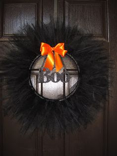 Also did a tulle wreath like this for both Halloween and Christmas, they both turned out nice. Tulle Halloween Costumes, Halloween Fun, Halloween Tulle Wreath, Holidays Halloween, Halloween Decorations, Halloween Banner, ハロウィン Diy, Dyi, Tulle Crafts