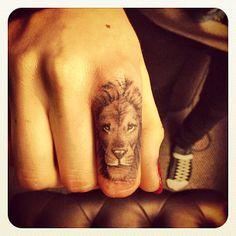 Cara Delevingne Mostra Il Suo Primo Tatuaggio La Testa Di Un Leone
