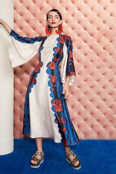 Vogue Fashion, Runway Fashion, Fashion Show, Fashion Design, Fashion Trends, Bold Fashion, Ethnic Fashion, Vogue Paris, High Fashion Photography