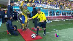 La patada de la ignauracion de el mundial dada por un hemiplegico #MundialBrasil 2014