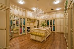 ♥ 2 massive chandeliers & a multi-tiered center island make this huge dressing room girl~heaven...