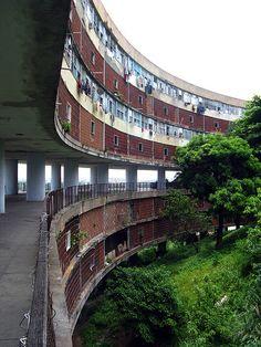 Architecture of Doom Architecture Details, Modern Architecture, Ideas Paneles, Round Building, Social Housing, Environment Concept Art, Googie, Brutalist, Urban Landscape