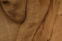 How to Glue Burlap Cloth to a Wall- guest room accent wall. Burlap Rug, Burlap Sacks, Burlap Ribbon, Hessian, Burlap Crafts, Fabric Crafts, Burlap Wallpaper, Fabric Covered Walls, Colored Burlap