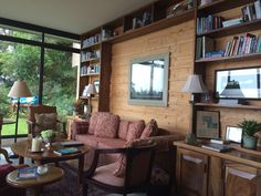 Read and relax living area. Great for a good book and a cup of tea or coffee... Or even a Hot chocolate.