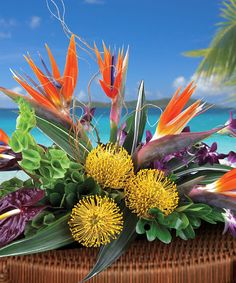12 Tropical Centerpieces Featuring Exotic Greenery