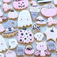 Pink Halloween, Halloween Party Decor, Halloween Crafts, Halloween Costumes, Halloween Celebration, Halloween Coloring, Cookies Et Biscuits, Sugar Cookies, Ghost Cookies