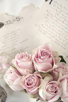 roze rozen met oude brieven erbij #brocante