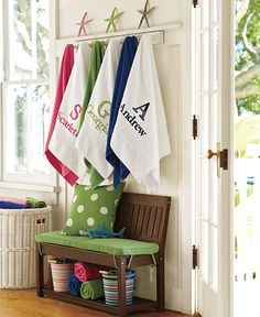Love the towels hanging with ledge option to display the cute starfish....