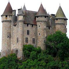 Le Château de Val, Les Fontilles, 15270 Lanobre, Cantal, France - www.castlesandmanorhouses.com