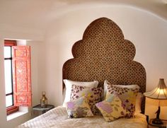 Head board // Bohemian Treehouse - http://bohemiantreehouse.com/friday-favorite/