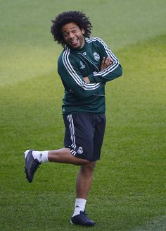 Marcelo is bringing the adorable as usual. Real Madrid, Xabi Alonso, Football Soccer, Football Stuff, Santiago Bernabeu, Football Wallpaper, Just A Game, Win Or Lose, Old Trafford