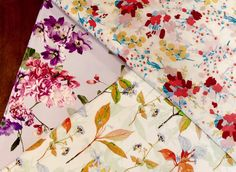 Cotons fleuris #fabric #fabrics #tissu #tissus #tissuaddict #fabricstore #parisfabricshop #parisfabricstore #patternedfabric #floweredpatterns #cotton #viscose #sacrescoupons