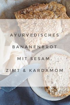 Rezept: Ayurvedisches Bananenbrot mit Kardamom, Zimt und Sesam This vegan banana bread with ayurvedic spices balances Vata and is incredibly easy to bake. It contains ghee, cardamom and cinnamon and warms us up from within – for the fall! Gluten Free Banana Bread, Vegan Banana Bread, Sweet Bread Meat, Sesame, Banana Bread Recipes, Banana Pudding, Vegan Sweets, Vegan Baking, Fall Recipes