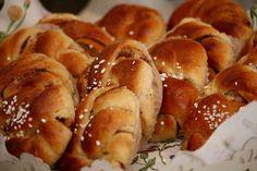 Pullista saa herkullisia ja paremmin säilyviä, jos taikinasta tekee aluksi velliä, johon muodostuu kuplia. Pretzel Bites, Deli, Bread, Baking, Food, Brot, Bakken, Essen, Meals