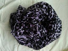 Grote collectie sjaals met leuke print. Verkrijgbaar bij fb/Moslima. Scarfs.