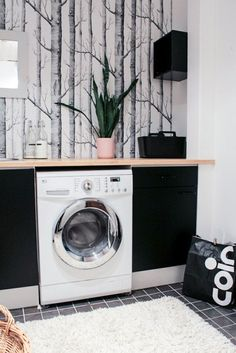 hajottamo: kodinhoitohuone I have admired this gorgeous wall paper for year *swoons! Washer Laundry, Bathroom Style, Laundry Mud Room, Interior, Bedroom Design, Laundry Room Decor, Laundy Room, Simple Room, Living Room Designs