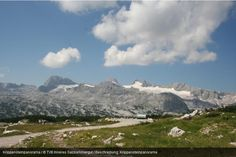 Unser Highlight zum Wochenstart für Sie   Den Dachtstein mit seinen hohen Gipfeln und weiten Tälern inkl. vielen exklusiven Leistungen entdecken!   -> 3 Übernachtungen in einem Wanderfreundebetrieb  -> 1 Überraschung zur Entspannung nach den Wanderungen  -> 1x Panoramaticket auf den Krippenstein inkl. 5Fingers. und Welterbespirale Hallstatt, Mount Everest, Mountains, Nature, Travel, Hiking, Naturaleza, Viajes, Destinations