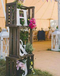 Kır düğünleri için ne kadar da uyumlu bir dekorasyon... . . . .  #wedding #engagement #weddingorganization #düğün #düğünorganizasyonu #düğünhazırlıkları #fotoğraf #photography #fotoğrafköşesi #photobooth #natural #flower #background #arkaplan #decor #decoration #weddingdecoration #chic #simple #diy #crafts Boho Wedding, Wedding Table, Rustic Wedding, Wedding Reception, Cowgirl Wedding, Wedding Notes, Wedding Vintage, Vintage Weddings, Vintage Diy
